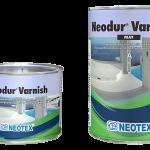 Πολυουρεθανικό βερνίκι δύο συστατικών με ενσωματωμένα φίλτρα UV, για προστασία επιφανειών πατητής τσιμεντοκονίας.
